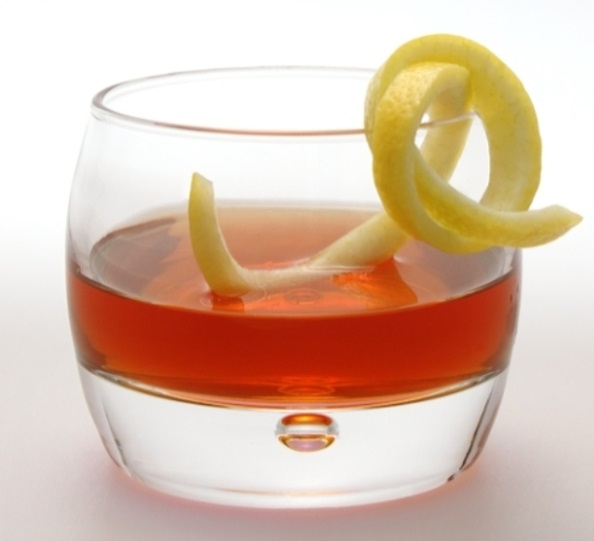 10 Classic Whiskey Cocktails You Should Know