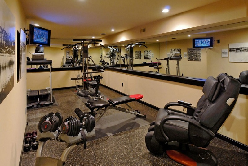 Best man cave theme ideas part 2 dudeliving for Best home gym design ideas